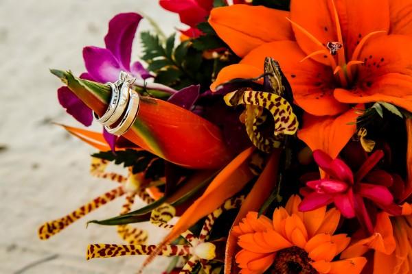 Beautiful Wedding Floral Arrangements - photo by José Luis Zapata