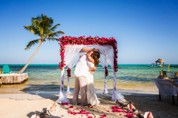 Beachfront Wedding in Belize at X'tan Ha Resort - photo by José Luis Zapata
