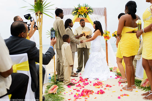 Caribbean Bliss Belize Wedding - photo by Leonardo Melendez