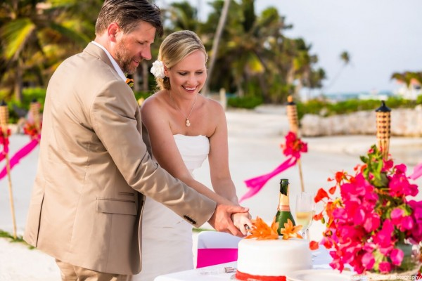 Wedding Cake included in your Belize Wedding - photo by Jose Luis Zapata